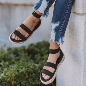 Shoes - Cute black lightweight summer sandals